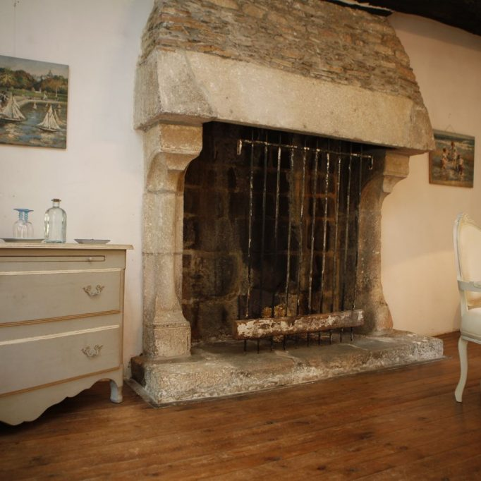 bretagne bed and breakfast fireplace